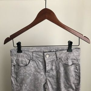RW & CO. Collection Mid-Rise Slim Leg Denim